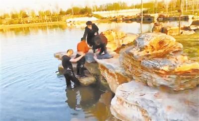 唐县二中55岁党员跳水救助一名落水儿童