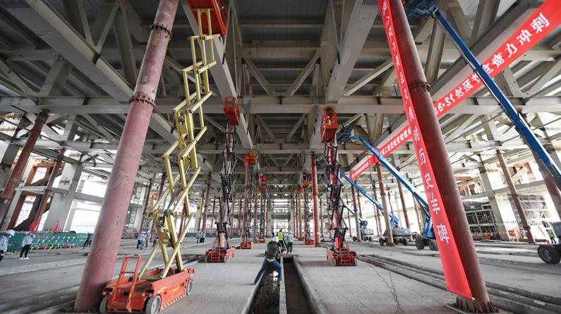 北京冬奥会主新闻中心完成国内最大规模钢结构桁架卸载