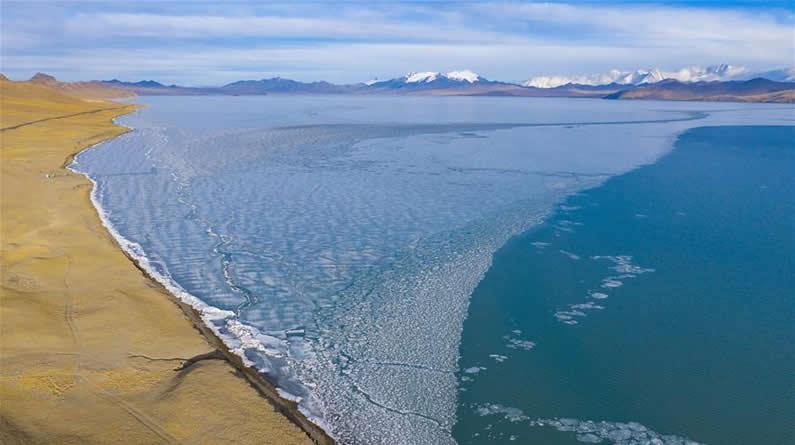 普姆雍措解冻开湖