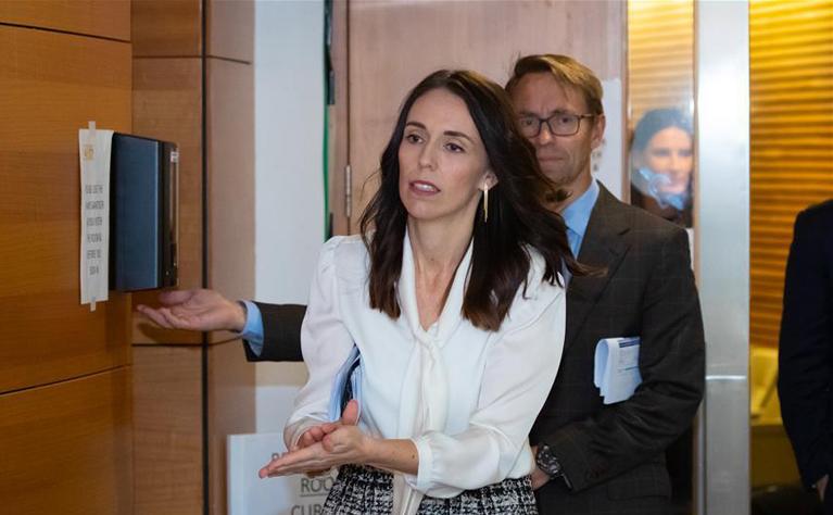 新西兰疫情防控响应降至三级