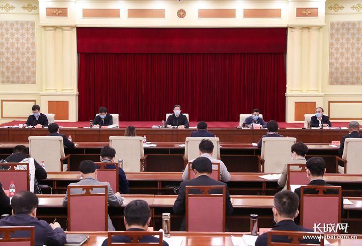 王东峰主持召开科技型中小企业座谈会