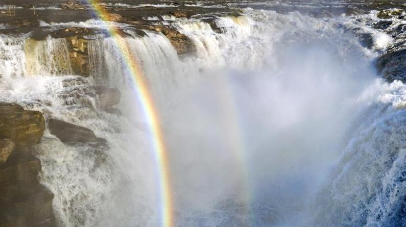 黄河壶口瀑布彩虹美不胜收