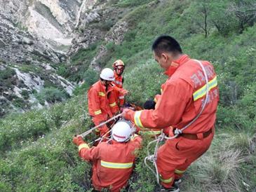 阳原消防成功营救滑落悬崖的村民