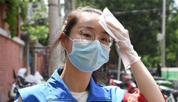 """北京:高温下的战""""疫"""""""