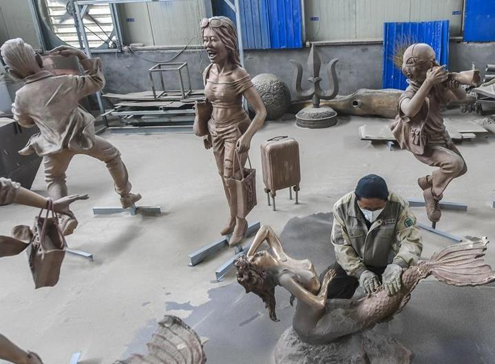 饶阳:青铜雕塑出口订单生产忙