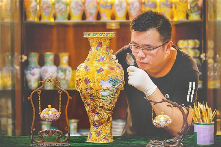 景县坚持传承当地传统铜胎画珐琅技艺带动农民增收