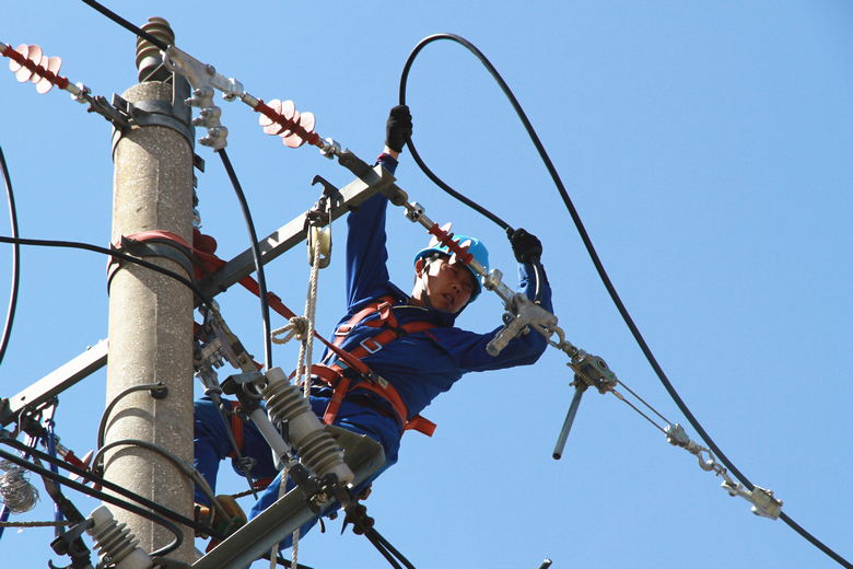 全社会用电负荷创新高 国网:经济活动恢复高温影响