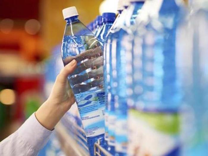 """一瓶礦泉水能做多大?平淡的水緣何成了""""印鈔機"""