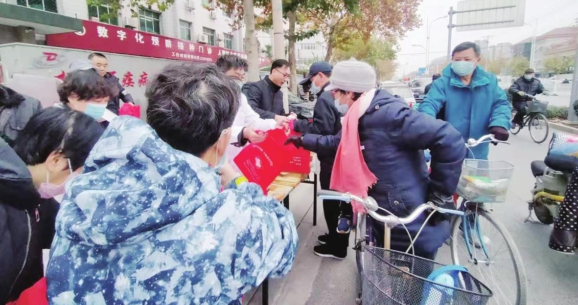 """桃城區疾控中心開展""""世界艾滋病日""""宣傳活動"""