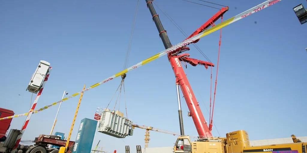 雄安新區河西110千伏變電站完成主變吊裝工作