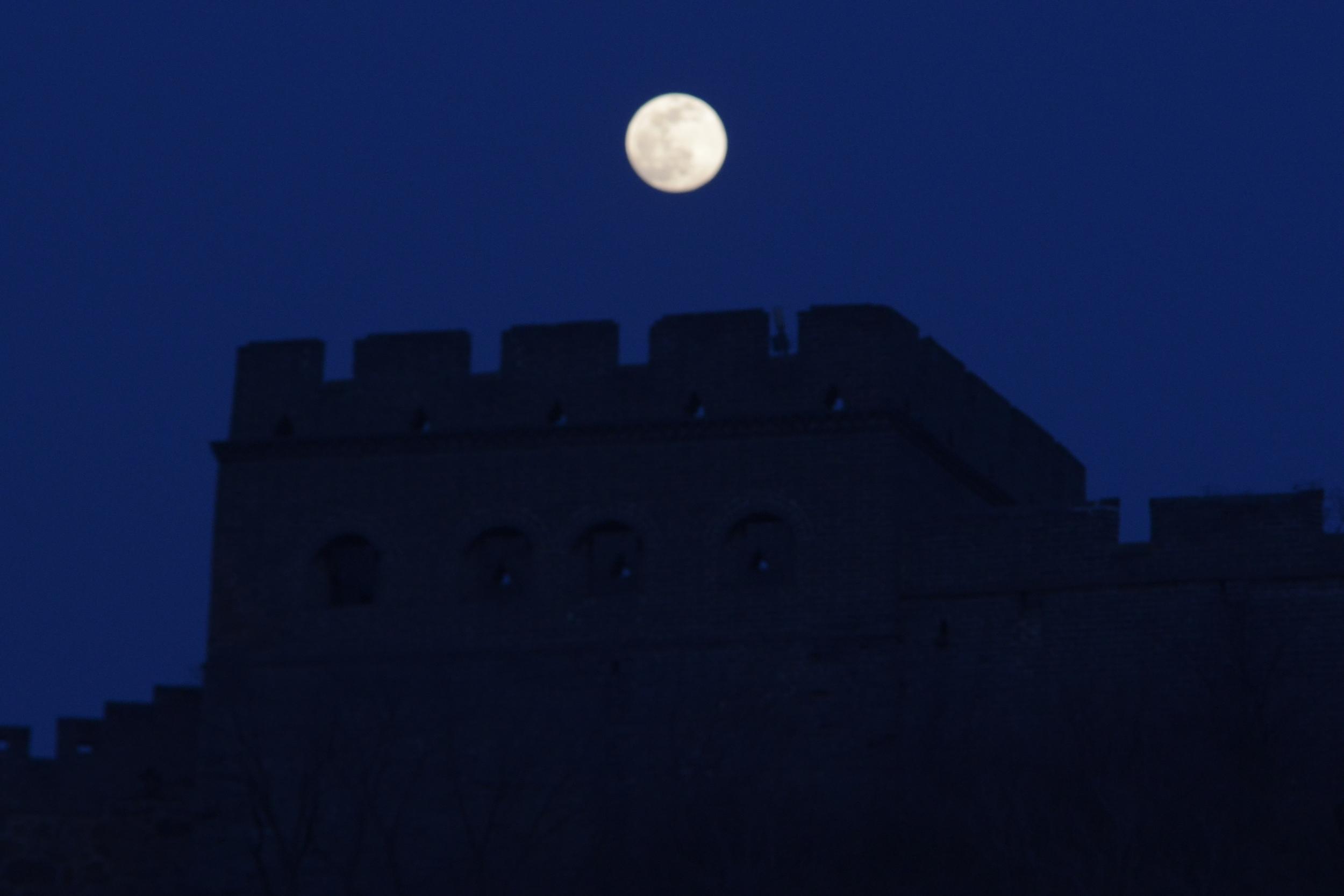 金山岭长城皓月当空