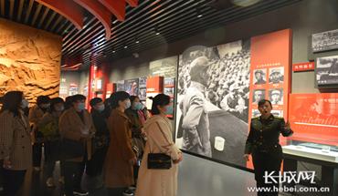 威縣婦女代表赴抗大陳列館參觀學習