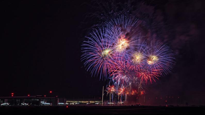 成都天府國際機場航站區工程竣工 絢爛煙花耀天府