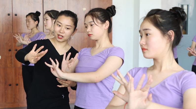 河北隆尧:现代职业教育培养技能型人才