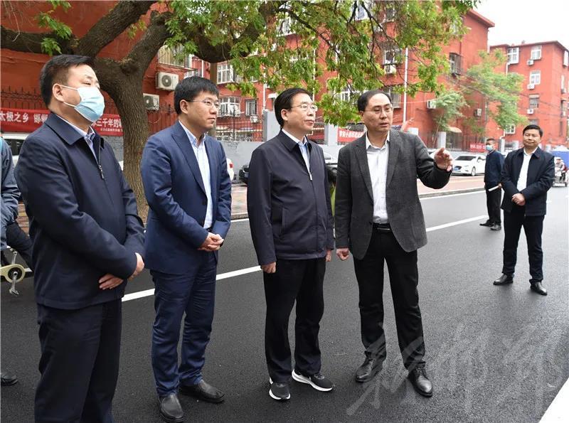 樊成华调研主城区背街小巷改造提升工作