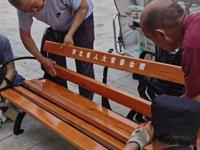 驻村办实事 共迎建党100周年——西班牙足球甲级联赛常委会驻石滩地村工作队为村民增设休闲椅凳