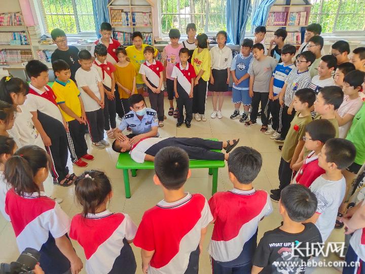 秦皇島:海防民警關注學生假期安全
