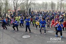固安县千余人参加徒步挑战活动