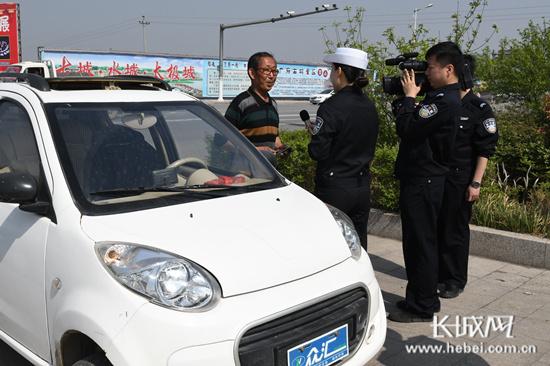 """邯郸交警开展交通违法整治""""大直播""""活动"""