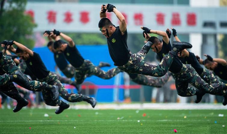 解放军驻澳门部队举行第十五次军营开放活动